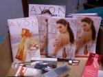 Aqui são os produtos juntamente com os folhetos e os novos catálogos.